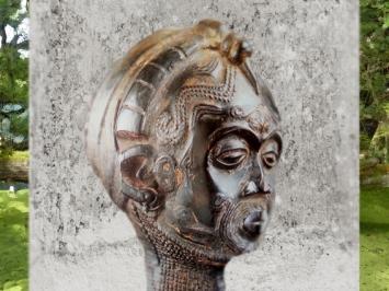 D'après une tête sculptée sur bois, art Luluwa, Kasaï occidental, Zaïre. (Marsailly/Blogostelle.)