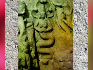 D'après des nâgâs, génies des Eaux, art Pallava, vers VIIe-VIIIe siècles apjc, Mahabalipuram, Sud, Inde ancienne. (Marsailly/Blogostelle)