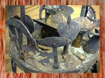D'après autel portatif, création en fer, art africain. (Marsailly/Blogostelle)