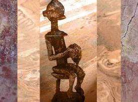D'après une sculpture du Nommo, objet rituel en Fer, Dogon, Mali ; art africain. (Marsailly/Blogostelle)