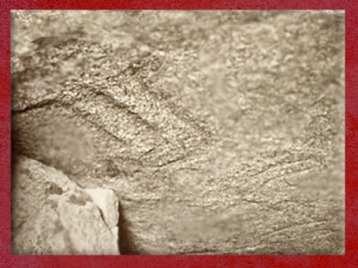 D'après une hache gravée, Table des Marchand, Locmariaquer, Gravinis, Bretagne, France, période Néolithique. (Marsailly/Blogostelle)