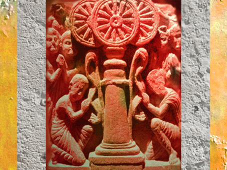 D'après une scène d'adoration sur laquelle la Roue symbolise l'enseignement du Buddha ou Loi, Inde ancienne. (Marsailly/Blogostelle)