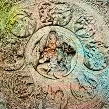 D'après Brâhma et les dikpâla, les huit gardiens de l'Espace,bas-reliefs, période Çâlukya, VIe-VIIIe siècle apjc, Bâdâmi, Dekkan, Inde ancienne. (Marsailly/Blogostelle)