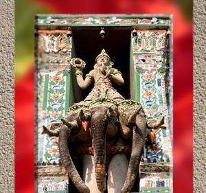 D'après le dieu Indra armé de son foudre circulaire, le Vajra forgée par Tvastr, Phra Prang, Bangkok, Thaïlande. (Marsailly/Blogostelle)