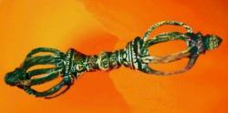D'après le Foudre du dieu Indra, le Vajra, un objet symbolique, sacré et rituel. (Marsailly/Blogostelle.)