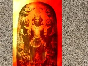 D'aprèsSûrya, dieu Soleil, haut-relief sculpté, art Pâla, vers XIe-XIIe siècle, Bihar-Bengale, période médiévale, Inde ancienne. (Marsailly/Blogostelle)