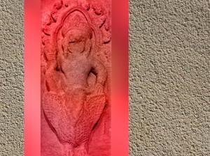 D'après le dieu Varuna sur sa monture Hamsa, l'oie sauvage, relief des neuf Devas, période des Khleang, fin Xe siècle-début XIe siècle, Angkor, Cambodge. (Marsailly/Blogostelle)