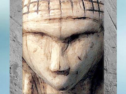 D'après la Dame de Brassempouy, dite à la Capuche, ivoire de mammouth, vers 22 000 avjc, Landes, France, paléolithique supérieur. (Marsailly/Blogostelle)