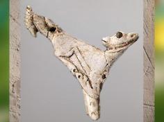 D'après un propulseur de sagaie, dit Faon à l'oiseau, Magdalénien, 18000-10000 avjc, France, Paléolithique supérieur. (Marsailly/Blogostelle)
