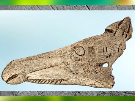 D'après un cheval, os, contour découpé, Laugerie-Basse, vers 18 000 -10 000 ans avjc, Magdalénien, paléolithique supérieur. (Marsailly/Blogostelle)