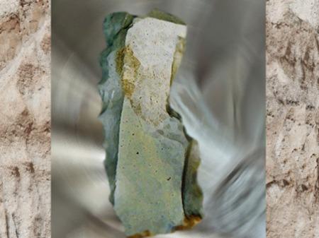 D'après un racloir denticulé, silex taillé, industrie du moustérien., paléolithique moyen. (Marsailly/Blogostelle)