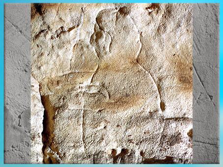 D'après un homme-capuche, gravure, grotte du Gabillou, vers 25000 avjc, Gravettien, Sourzac, Dordogne, paléolithique supérieur. (Marsailly/Blogostelle)