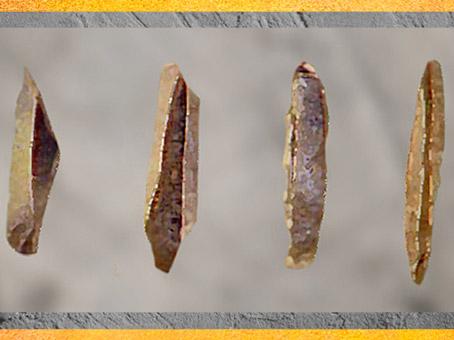 D'après des pointes de La Gravette, silex, France, paléolithique supérieur. (Marsailly/Blogostelle)