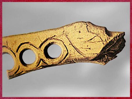 D'après un bâton percé, incisions, bois de renne, magdalénien, paléolithique supérieur. (Marsailly/Blogostelle)