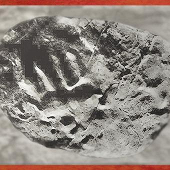 D'après l'empreinte d'une main d'enfant, grotte de Fontanet, magdalénien, Ariège, France, paléolithique supérieur. (Marsailly/Blogostelle)