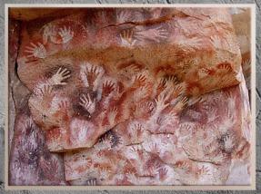 D'après la grotte des Mains, pochoirs, vers 25000 ans, Gravettien, Argentine, paléolithique. (Marsailly/Blogostelle)