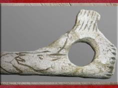 D'après un bâton percé et gravé, motif de bouquetin, Magdalénien, 18000-10000 avjc, France, Paléolithique supérieur. (Marsailly/Blogostelle)