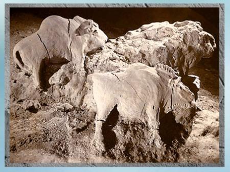 D'après des bisons, modelés dans l'argile, Tuc-d'Adoubert, France, Magdalénien, paléolithique supérieur. (Marsailly/Blogostelle)