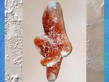 D'après la Vénus de Tursac, calcite, Abri du Facteur, vers 25 000 avjc, gravettien, Dordogne, France, paléolithique. (Marsailly/Blogostelle)