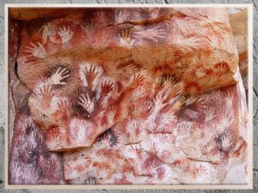 D'après la grotte des Mains, peintures au pochoirs, vers 25000 avjc, gravettien, Argentine, paléolithique supérieur. (Marsailly/Blogostelle)