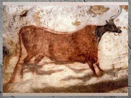 D'après la vache rouge à tête noire, grotte de Lascaux, vers 18 000 avjc, magdalénien, Dordogne, France, paléolithique supérieur. (Marsailly/Blogostelle)