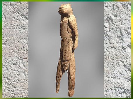 D'après une statuette anthropomorphe à tête de lion, ivoire, grotte de Stadel, aurignacien, Allemagne, paléolithique supérieur. (Marsailly/Blogostelle)