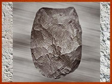 D'après un hachereau, silex taillé, moustérien, paléolithique moyen. (Marsailly/Blogostelle)