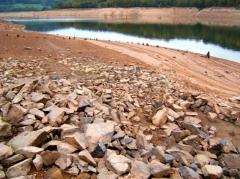 Quand les premiers êtres humains installent leurs campements au bord des lacs ou des rivières… (Marsailly/Blogostelle.)