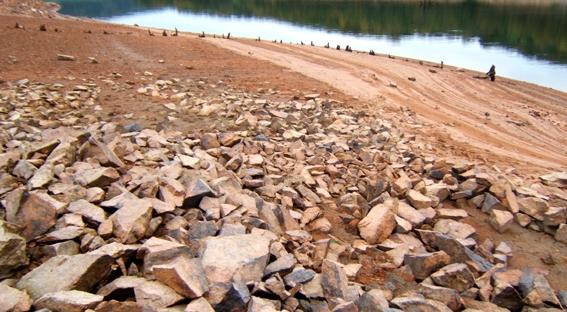 Quand les premiers êtres humains installent leurs campements au bord des lacs ou des rivières… (Marsailly/Blogostelle)