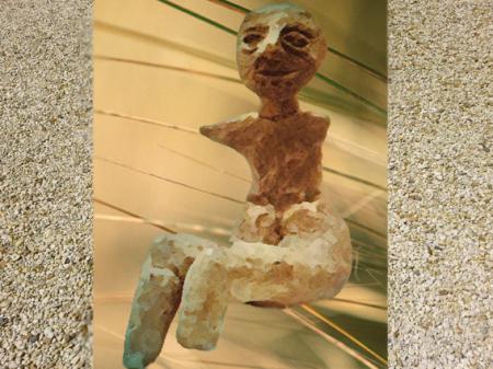 Le Néolithique, statuette féminine (Marsailly/Blogostelle)