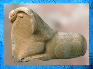 D'après un moufflon, terre cuite, Mohenjo-Daro, vers 2500-1800 avjc, civilisation de l'Indus,Inde ancienne. (Marsailly/Blogostelle)