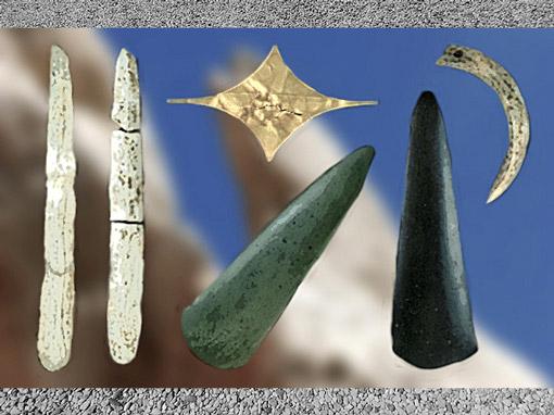 D'après un dépôt funéraire ou votif, trésor de Pauilhac, haches et éléments de parures, vers 3 500 avjc, Gers France, néolithique. (Marsailly/Blogostelle)