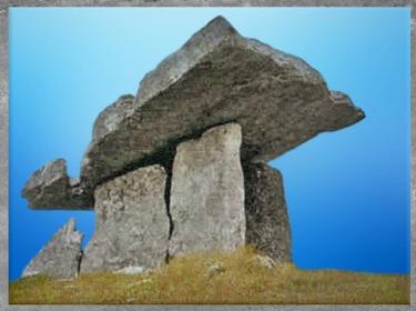 D'après un dolmen-table, mégalithes, Irlande, néolithique. (Marsailly/Blogostelle)