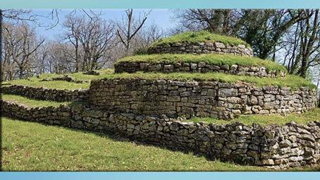 D'après les tumulus de Bougon, vers 4700 avjc, Deux-Sèvres, France, Ve millénaire avjc, néolithique. (Marsailly/Blogostelle)