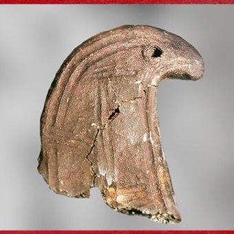 D'après un chenet, terre cuite, motif rapace, Saône-et-Loire, France, âge du Bronze. (Marsailly/Blogostelle)