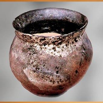 D'après une poterie, terre cuite, Saône-et-Loire, France, âge du Bronze. (Marsailly/Blogostelle)