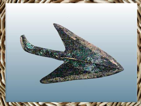 D'après une pointe de flèche, cuivre, IIIe-IIe millénaires avjc, chalcolithique-âge du Bronze. (Marsailly/Blogostelle)
