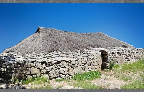 D'après une grande maison, pierres et chaume, village de Cambous, culture de Fontbouisse, IIIe millénaire avjc, chalcolithique, âge du cuivre. (Marsailly/Blogostelle)
