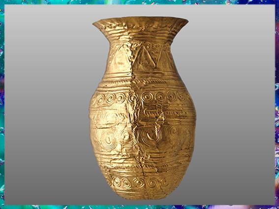 D'après un gobelet en or, motifs de bossettes, dépôt votif, 1600-1300 avjc, Villeneuve-Saint-Vistre, Marne, France, Bronze moyen. (Marsailly/Blogostelle)