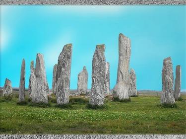D'après un espace sacré circulaire et ses mégalithes, 3000 - 2000 avjc, Calanais, Écosse, IIIe millénaire avjc, néolithique. (Marsailly/Blogostelle)