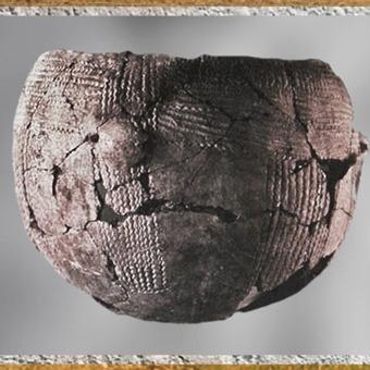 D'après une poterie, décor incisé, décor au peigne, céramique rubanée, terre cuite, néolithique. (Marsailly/Blogostelle)