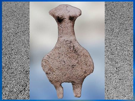 D'après une statuette féminine acéphale, terre cuite, IVe millénaire avjc, Le Fort Harrouard, Eure-et-Loir, France, néolithique. (Marsailly/Blogostelle)