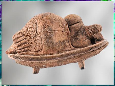 D'après une statuette, femme ou déesse endormie, dos, terre cuite, Hal Saflieni, IVe -IIIe millénaire avjc, Malte, néolithique. (Marsailly/Blogostelle)