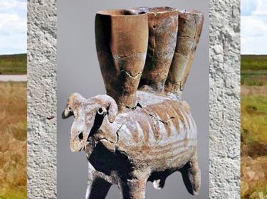 D'après un récipient-bélier, terre cuite, décor peint, IVe millénaire avjc, Proche-Orient, néolithique. (Marsailly/Blogostelle)