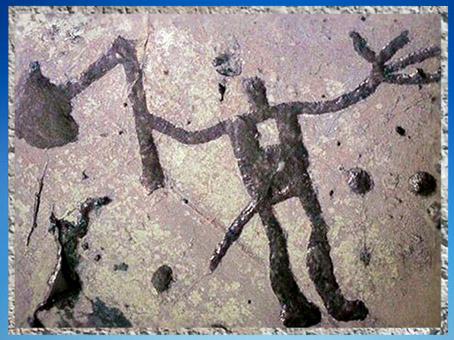 D'après un personnage ou divinité armé d'une hache, art rupestre, Vastergötland, Suède, âge du Bronze. (Marsailly/Blogostelle)
