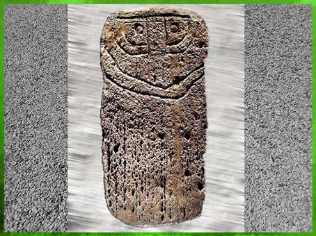 D'après une statue-menhir, style régional, pierre sculptée, Herault, France, néolithique. (Marsailly/Blogostelle)