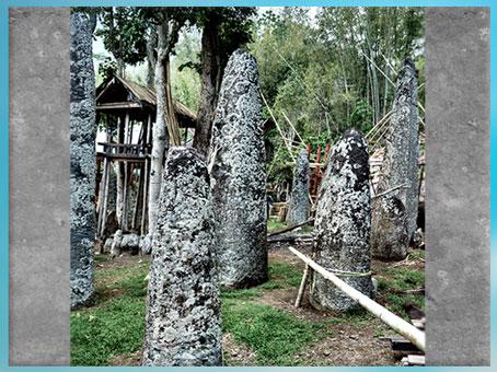D'après des mégalithes funéraires, à Bori, Indonésie. (Marsailly/Blogostelle)