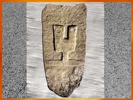 D'après une stèle sculptée, dite La Lombarde, calcaire, vers 2500 avjc, Vaucluse, France, néolithique. (Marsailly/Blogostelle)