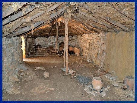 D'après une maison de Cambous, intérieur reconstitué, Hérault, culture de Fontbouisse, IIIe millénaire avjc, chalcolithique, âge du cuivre. (Marsailly/Blogostelle)