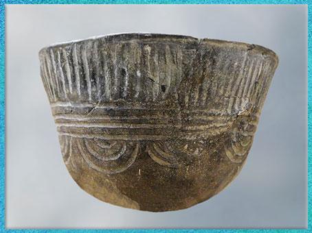 D'après une céramique, motifs de cannelures, culture de Fontbouisse, IIIe millénaire avjc, chalcolithique, âge du cuivre. (Marsailly/Blogostelle)